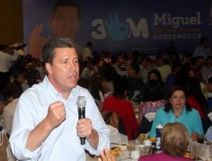 """""""Márquez, papucho, en Celaya te queremos mucho"""", gritaban las asistentes en las porras."""