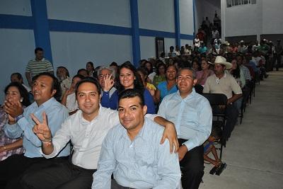 Rinde protesta Rito Vargas ante más de trescientas almas congregadas de todos los sectores sociales en el salón fundadores de las instalaciones del Comité Directivo Municipal