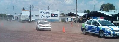 Reciben policías  y tránsitos municipales curso de manejo defensivo, ofensivo y pericias.