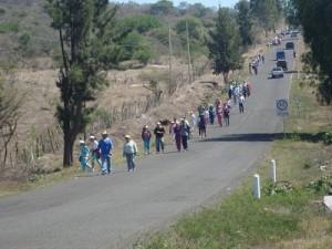 Miles de personas caminaron a Huandacareo