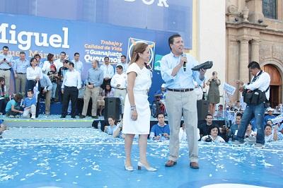 Durante el evento de inicio de campaña al abanderado panista estuvo acompañado por Josefina Vázquez Mota