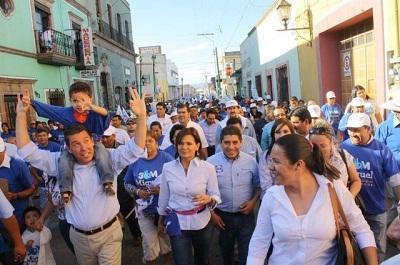 Salvaterrenses marchan por las calles de la ciudad con a MMM