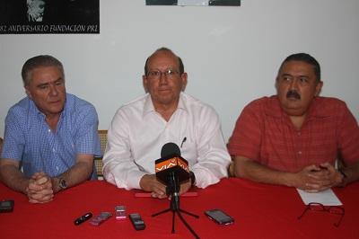 Presenta González Uribe a sus coordinadores de campaña