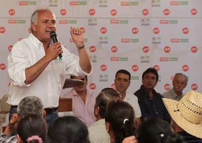 Propone Juan Ignacio Torres Landa dignificar comunidades rurales compactas