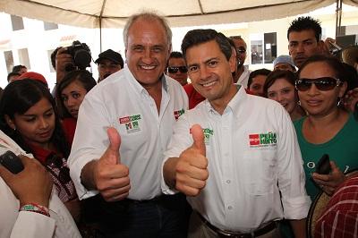 Asistió Enrique Peña Nieto a festejo de los constructores: firmó compromiso para pensionar a adultos mayores de 65 años