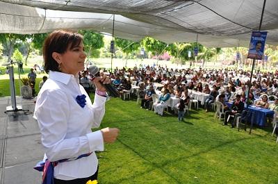 Sostuvo esposa de MMM,  un encuentro con mujeres, en el municipio de Cortázar.