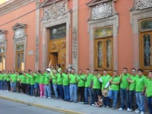 La brigada de promoción del voto saludó a los ciudadanos salvaterrenses