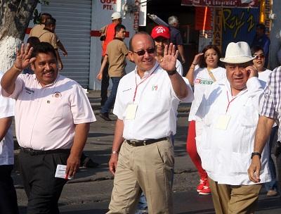 En el presídium y en lugar del Ayuntamiento y funcionarios municipales, los lugares fueron ocupados por dirigentes sindicales y por el candidato del PRI a la presidencia municipal José Luis González Uribe