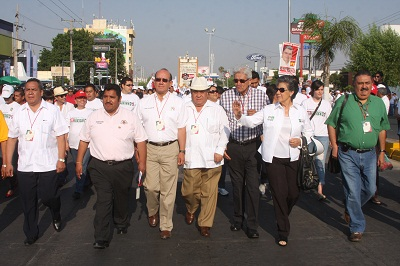 Desfile obrero reclama incumplimiento al PAN y muestra su apoyo al PRI
