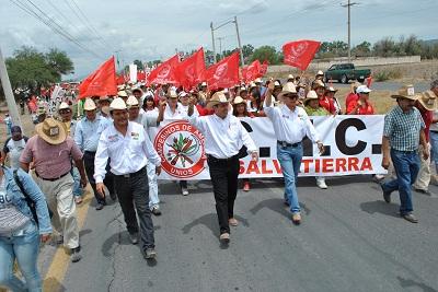 Más de 3 mil personas eran provenientes de Salvatierra y sus comunidades, quienes asistieron liderados por el Candidato a la Presidencia de Salvatierra, el Doctor Pepe Velázquez, y el candidato a la diputación local por el distrito XXI, Salvador Canchola.