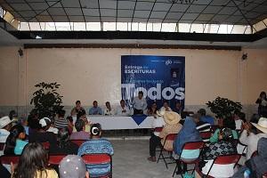 el alcalde tarimorense, Enrique Arreola Mandujano, entregó 110 escrituras a beneficiarios de El Pedregal, 15 escrituras de área de donación en la comunidad de Huapango, 75 escrituras a beneficiarios también de Huapango y 17 escrituras extemporáneas de diferentes asentamientos en cabecera municipal