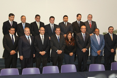 Presenta Miguel Márquez Márquez a quienes integrarán el Gabinete Legal del gobierno estatal 2012-2018.