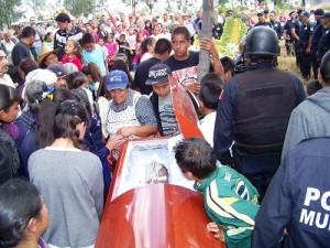 Homenaje al policía que murió en accidente