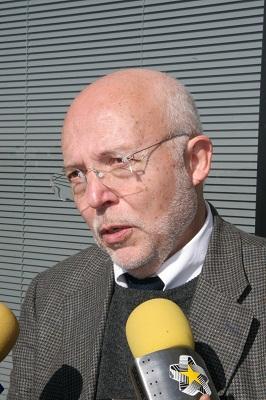 RECIBE PREMIO FÍSICO EL DR. JOSÉ OBREGÓN DE LA UNIVERSIDAD DE GUANAJUATO