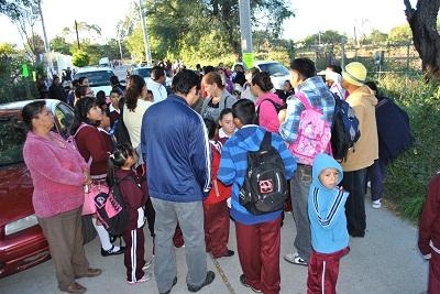 """Se queja un grupo minoritario de maestros y padres de familia del sistema escolarizado de """"Tiempo Completo"""""""
