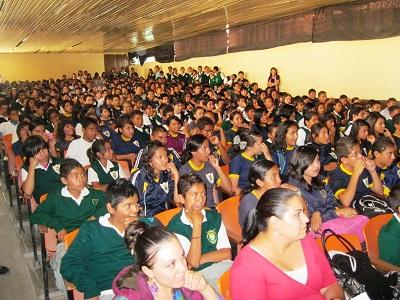 """Mostraron un gran interés de los alumnos de la Escuela Secundaria General """"Elías Macotela García"""", al presenciar las obras de teatro."""