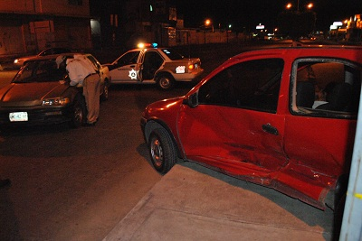 Una persona en estado de ebriedad ocasiona aparatoso accidente