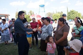 Lic. René Mandujano Tinajero, visitó la comunidad de  La Encarnación para informar a sus habitantes la sustitución del Pozo de Agua Potable que actualmente existe en dicha localidad