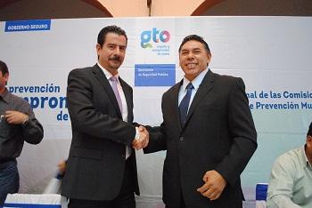 Rito Vargas Varela, Alcalde de Salvatierra, junto con los presidentes municipales de la Región V sur, realizaron la firma regional de las Comisiones Operativas de Prevención Municipal