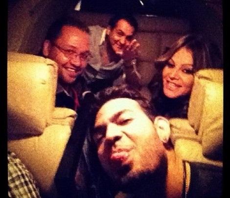 Ultima foto tomada en el avión de Jenny Rivera, fuente Milenio.com
