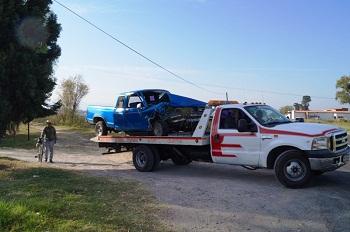 Camioneta vuelca en la carretera Acámbaro-Parácuaro, dejando como resultado dos personas lesionadas