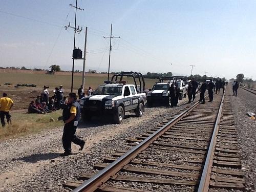 Rescatan en Celaya migrantes secuestrados