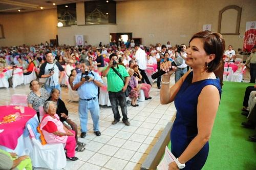 Celebra DIF Estatal a Abuelitos en Verbena Regional