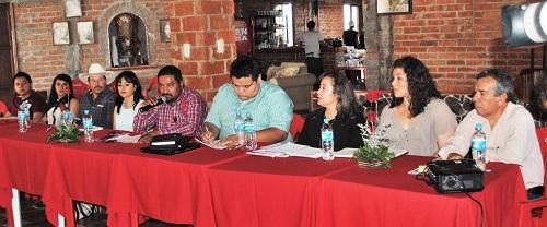 El Presidente Municipal de Tarimoro, Ing. Marco Antonio Rétiz López, junto con los integrantes del Comité Organizador de la Feria del 8 de Mayo, presentaron de manera oficial el cartel de la feria.