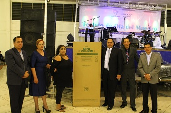En Uriangato se rifaron electrodomésticos, trastes y plásticos.