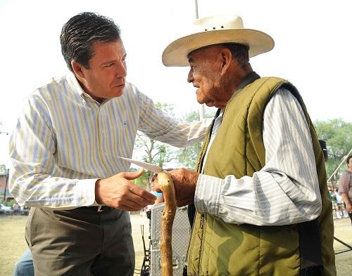 Se invierten 42 millones de pesos en educación para Yuriria, afirma el gobernador, Miguel Márquez.