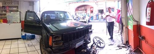 Los conductores de ambos vehículos fueron reportados como ilesos.