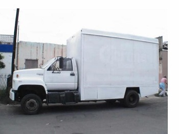 Se llevaron un camión con colchones y una camioneta de reciente modelo.