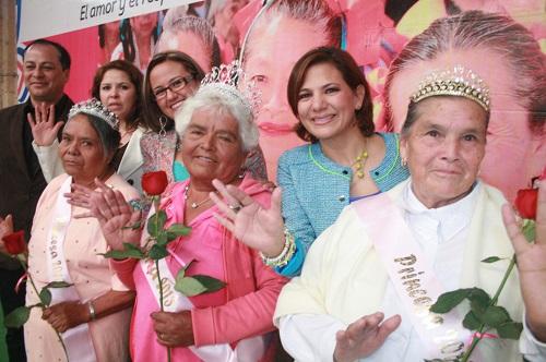 """""""Adultos mayores son sabiduría, experiencia y valores que transforman vidas en Guanajuato"""": Maru Carreño."""