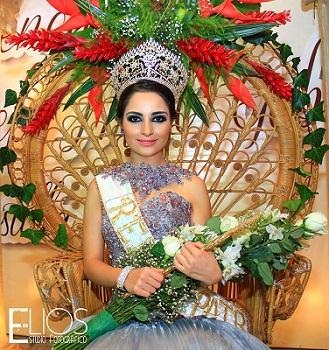 Hermosa lució la joven durante su coronación.
