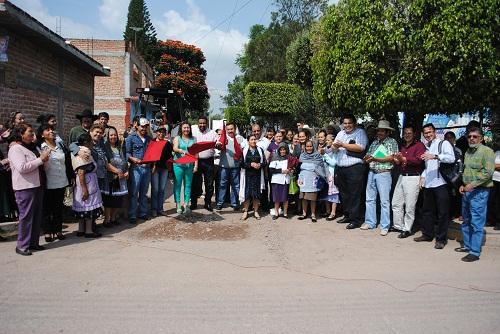 La primera obra que se arranco fue la pavimentación a base de concreto hidráulico en la Calle Pino Suarez