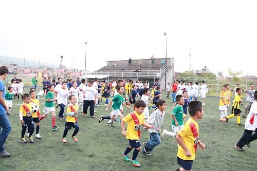 Integrantes del H. Ayuntamiento participan en la inauguración de la liga infantil 2013 – 2014 en la colonia Loma Bonita