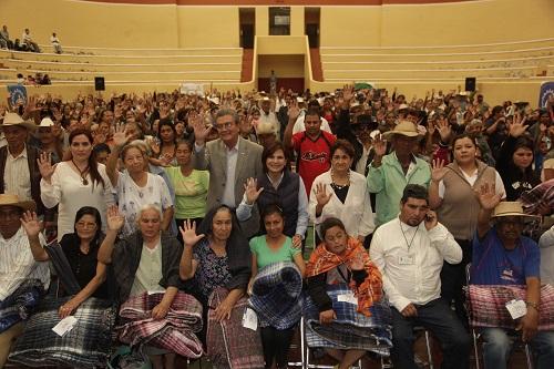 Campaña Invernal 2013 de DIF estatal apoya a 1500 familias de Uriangato, Moroleón y Acámbaro.
