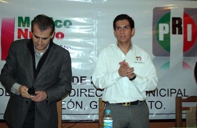 El invitado especial a la toma de protesta fue el senador Miguel Ángel Chico.