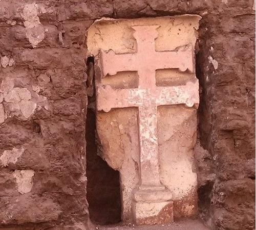 Encuentran Cruz de cantera antigua