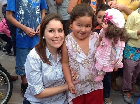En el evento realizado en el Jardín de la comunidad de Urireo, la legisladora señaló que el objetivo de la entrega de juguetes es apoyar a los padres en esta época de crisis económica
