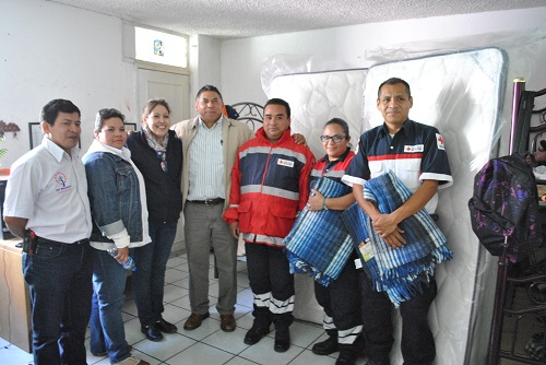 Acompañado de su esposa la Presidenta del DIF municipal la Sra. Carolina González Mora, el primer edil salvaterrense enfatizó la importancia de brindar un apoyo a los voluntarios de esta noble labor