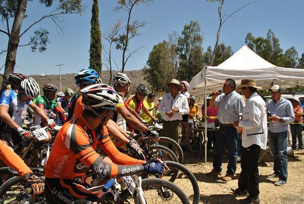 La carrera en donde participaron más de 350 ciclistas, se vivió con mucho entusiasmo y alegría