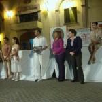 Al término de su participación, los integrantes del Grupo de Danza recibieron un reconocimiento de manos de la Directora de Casa de la Cultura