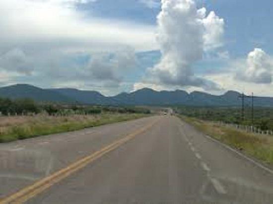 Accidente en la carretera estatal que conduce a la comunidad de Maravatio del Encinal.