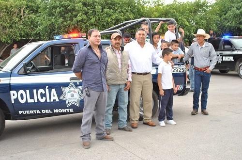 Entregan patrulla en la comunidad de Puerta del Monte