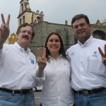 Alejandrina Lanuza Hernández, candidata a la presidencia municipal de Salvatierra por el Partido Acción Nacional, acompañada del Senador Juan Carlos Romero Hicks, y del candidato a diputado local, Jesús Oviedo Herrera