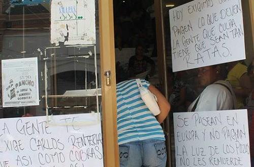 """""""Manifestantes toman SMAPAS por falta de suministro"""""""