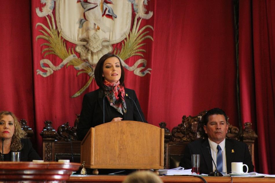 """Ante el pleno del Congreso local, la presidenta de la LXIII Legislatura, Dip. Ma. Guadalupe Velázquez, hizo un pronunciamiento de """"Cero tolerancia a la violencia en contra de las mujeres"""" pues aunque reconoció que en anteriores legislaturas se han pronunciado en contra de la violencia para las mujeres, dijo que el reto continúa."""