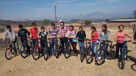En la comunidad del Caracol el mandatario entrego 12 bicicletas a estudiantes de secundaria , esto con el objetivo de aminorar lo pesado del camino ya que ellos estudian en la escuela de la comunidad de los fierros de Tarimoro y diariamente tienen que recorrer 3 kilómetros aproximadamente
