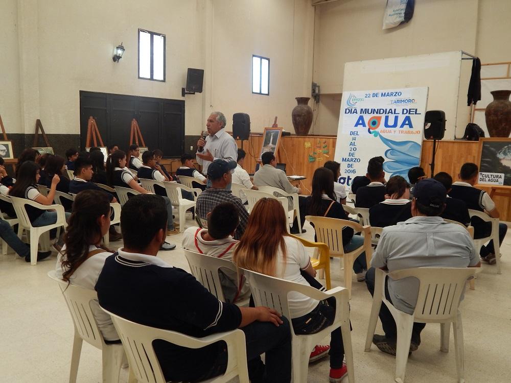 """SAPAT REALIZÓ CONFERENCIA TITULADA """"AGUA, ORO AZUL"""" A ESTUDIANTES DEL SABES DE CAÑONES Y LA NORIA."""